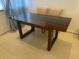 Mesa de madeira maciça com 6 cadeiras!!