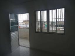 Alugo apartamento com 2 quartos e 1 suíte na Rua Salvador Diniz em Santana