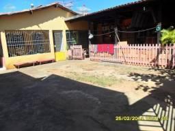 Casa no Bairro da Liberdade, com dois quartos, aceita veículos