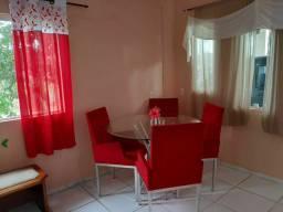 Mesa com 4 cadeiras aveludada vermelha com os pés aluminio bonitas.