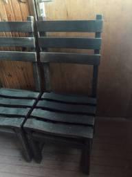 12 Cadeiras de Madeira