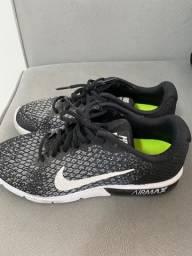Tênis Nike Air Max preto tamanho 40
