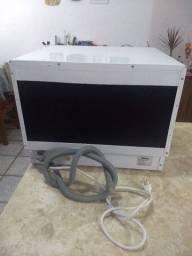. Máquina de lavar louças Philco branca
