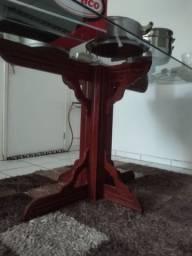 Mesa (base de madeira + tampo de vidro)