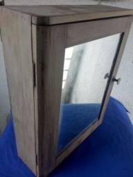 Armario espelho antigo.