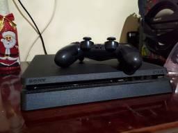 Playstation 4 slim com 5 meses de uso