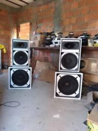 Produção de caixas de som artesanal