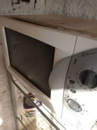 Vendo um forno elétrico muito bom