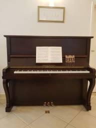 Belíssimo Piano Albert Schmolz, verniz novo, afinado e mecanismo restaurado.