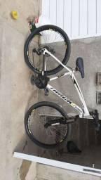 Bicicleta aro 29 track toda boa 600R$ pode coloca preço pra vende n troca