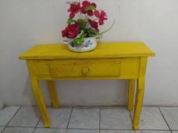 Lindo Aparador em Madeira Amarelo