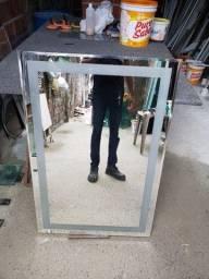 Espelho bisotado com iluminao