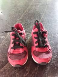 Sapato de criança da marca molequinho