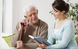 Ofereço meu serviço como cuidadora de idodos
