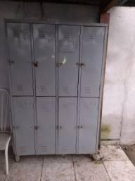 Armário de aço com 8 portas