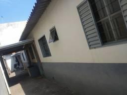 Casa Jd Dias $850,00 aluguel com água e luz incluso no valor .