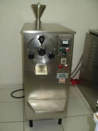 Máquina de Sorvete e Açaí Inadal DS 6 Com Torre