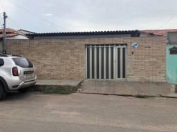 Alugo Casa na Vicente Fialho- Avenida Brasil- * -Dulce