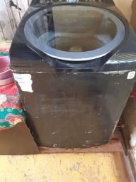 Vendo maquina de lavar em perfeito funcionamento Toda digital