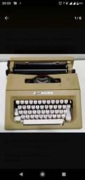 Máquina De Escrever Olivetti Lettera 25