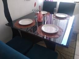 Mesa 4 cadeiras vidro e MDF escuro
