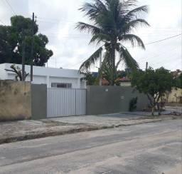 Alugo casa com quatro quartos em Olinda