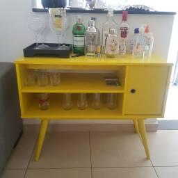 Mesa de apoio / rack amarelo