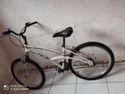 Bicicleta Caloi feminina.