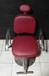Cadeira cabeleireiro hidráulica com encosto reclinável.