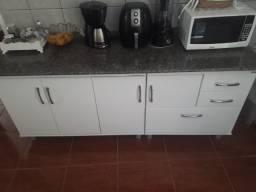 Armário de cozinha - bancada de mármore