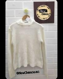 Suéter feminino com capuz em tricot, marca Dript. Nunca usado. <br><br>Tam. P
