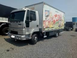 Ford Cargo 815 2011 com Baú