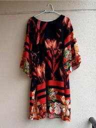 Vestido floral plus size estilo kaftan