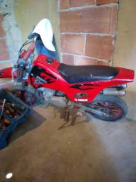 Vendo moto infantil ,800 (reais )a gasolina (2 tempos)