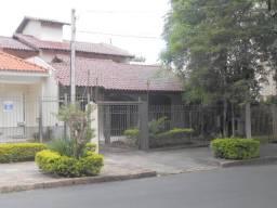 Linda Casa com 4 Dormitórios e Piscina em localização privilegiada