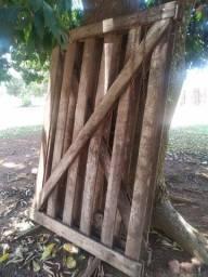 Cancela de madeira nobre