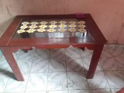 Mesa com a tapa de vidro