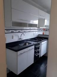 Lindo apartamento, cozinha mobiliada, dois quartos
