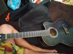 Vende se um violão