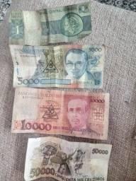 Notas de dinheiro antigas e moedas