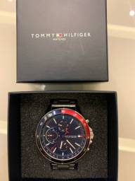 Relógio Tommy muito novo