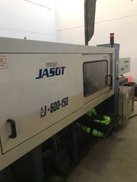 Injetora plástico Jasot 600-150 em pleno funcionamento