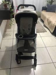 Carrinho de bebê acompanha bebê conforto semi novo