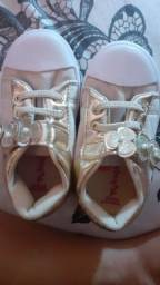 Sapatos infantis feminino 10 reais cada .