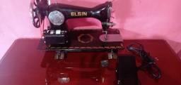 Máquina de costura ELGIN com pedal