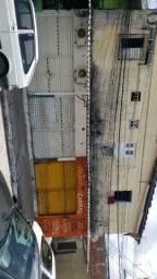 Alugo casa kit net na Avenida R$ 500,00