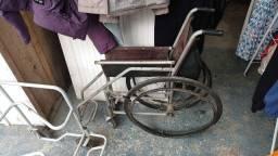 Doa se uma cadeira de roda e uma cadeira de banho