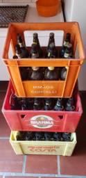Vendo 3 caixas de engrado com garrafas vazias