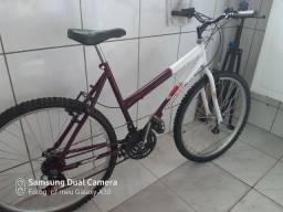 Bicicleta feminina aro 26 bem conservada pronta para rodar