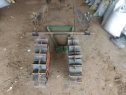 Implemento Fresadora) de chegar terra inhame ou batata para microtrator
